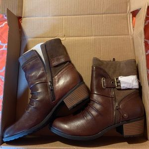 NWOT Earth Origins booties